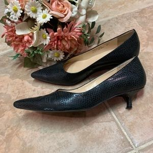 black low heeled shoes